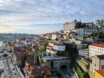 Porto, Portugal oude stad op de Douro-Rivier Het panoramamening van Porto stock foto