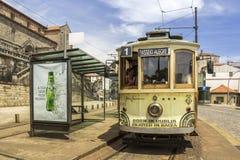 PORTO PORTUGALIA, LIPIEC, - 04, 2015: Sławny dziedzictwo koloru żółtego tramwaj Obrazy Royalty Free