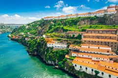 Porto, Portugalia: Monaster Serra robi Pilar i wina lochom w Vila Nova De Gaia zdjęcia royalty free