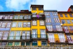 Porto, Portugalia starzy grodzcy kolorowi domy Zdjęcia Royalty Free