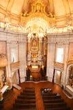 Porto Portugalia, Styczeń, - 09, 2019: Wnętrze kościół Clerigos kościół duchowieństwa Wysoki wierza w mieście Po obrazy stock