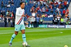 PORTO PORTUGLAL - Juni 09, 2019: Virgil van Dijk spelare under matchen för finaler för UEFA-nationliga mellan landslaget fotografering för bildbyråer