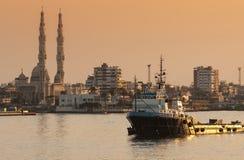PORTO SAID /EGYPT 2 de janeiro de 2007 - o navio de fonte a pouca distância do mar OSA Fotos de Stock
