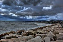 Porto in San Benedetto del Tronto, Ascoli Piceno, Marche, prima del temporale immagine stock libera da diritti