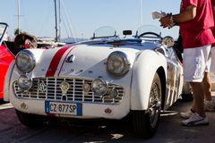 PORTO SANTO STEFANO, ITALIEN - 23 JUNI 2012: Förfallna Mari Vintage Car Royaltyfria Bilder
