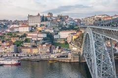 Porto, second-largest stad in Portugal Gevestigd langs het Douro-rivierestuarium in Noordelijk Portugal Zijn historische kern is  stock afbeeldingen