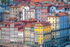 Porto, second-largest stad in Portugal Gevestigd langs het Douro-rivierestuarium in Noordelijk Portugal Zijn historische kern is  stock fotografie