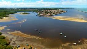 Porto Seguro, Baía, Brasil: Vista do rio bonito com água escura imagens de stock
