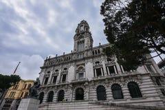 Porto porto stadhuis op een bewolkte dag, Portugal Het beeld van de perspectiefmening royalty-vrije stock afbeeldingen