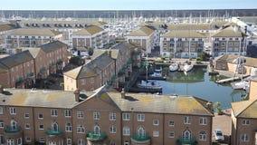 Porto Sussex do leste Inglaterra Reino Unido de Brigghton perto de Eastbourne com tempo bonito filme