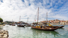 Porto und alte traditionelle Boote Lizenzfreie Stockbilder