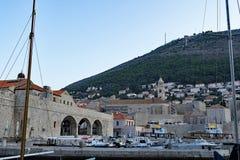 Porto velho 2 do ` s da cidade de Dubrovnik no verão no alvorecer imagens de stock royalty free
