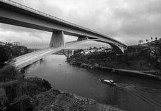 porto Vista de la ciudad, del río Duoro y del puente del infante portugal imagenes de archivo