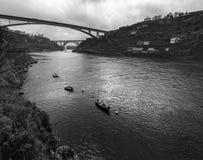 porto Vista de la ciudad, del río Duoro y del puente del infante portugal fotos de archivo