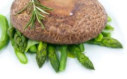 Portobello con asparago Fotografie Stock Libere da Diritti