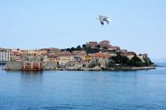 portoferraio för gammal port för elba ö Arkivfoto