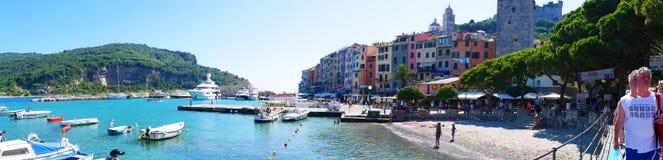 Portofino är en italiensk fiskeläge- och semestersemesterort som är berömd för dess pittoreska hamn och historiska anslutning med Fotografering för Bildbyråer