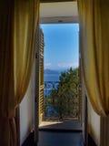 Portofino är en italiensk fiskeläge- och semestersemesterort som är berömd för dess pittoreska hamn och historiska anslutning med Royaltyfri Bild