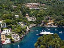 Portofino är en italiensk fiskeläge- och semestersemesterort som är berömd för dess pittoreska hamn och historiska anslutning med Arkivfoto