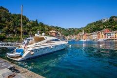Portofino, Лигурия, Италия: Роскошный быстроходный катер Стоковая Фотография RF
