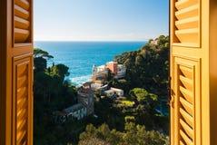 Portofino durch ein Fenster Lizenzfreie Stockfotos