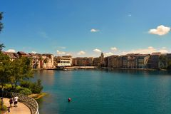 Portofino fjärdhotell, all berlock av Italien Koppla ihop att gå tillsammans, utomhus-, i forestsiden royaltyfri fotografi