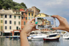 Portofino, fotografuje z telefonem komórkowym fotografia stock