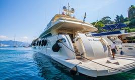 Portofino, Italia: Barca di lusso Fotografie Stock Libere da Diritti