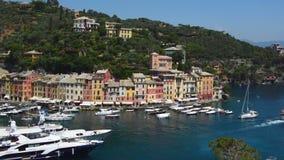 Portofino, Italia - 13 giugno 2017: vista panoramica della baia con gli yacht, Italia di Portofino archivi video