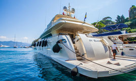 Portofino, Italy: Barco luxuoso Fotos de Stock Royalty Free