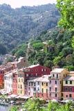 Portofino, Ligurië, Italië: 09 augustus 2018 Beste toeristische Mediterrane plaats met kleurrijk huizen, vissersboten en luxejach stock afbeelding