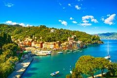 Ориентир ориентир деревни Portofino роскошный, панорамный вид с воздуха. Liguri Стоковая Фотография