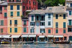 Portofino typisch Italiaans dorp met kleurrijke huizen in Italië Stock Afbeelding