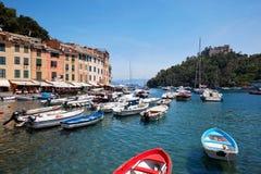 Portofino typisch mooi dorp met kleurrijke huizen Stock Afbeeldingen