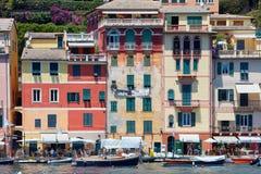 Portofino typisch mooi dorp met kleurrijke huizen in Italië Stock Foto