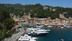Portofino Włochy, Czerwiec, - 13, 2017: panoramiczny widok Portofino zatoka z jachtami, Włochy zbiory