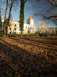 Portone al vecchio parco e castello Pottendorf in Austria immagini stock