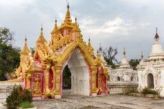Portone birmano della pagoda Fotografie Stock
