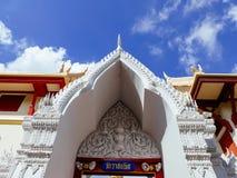 Portone con il tetto a Wat Ratchabopit Immagini Stock Libere da Diritti