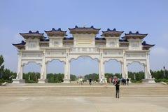 Portone del mausoleo di khan di genghis, adobe rgb immagine stock libera da diritti