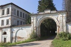 Portone del monastero di Spaso-Sumorin nella città di Totma Immagini Stock Libere da Diritti