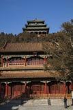 Portone del nord della Citt? proibita Pechino, in Cina ed il padiglione di Wanchun nel parco di Jingshan fotografie stock