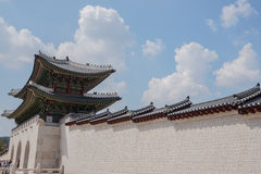 Portone del palazzo del gyeongbokgung, Corea del Sud, settembre 2015 fotografia stock libera da diritti