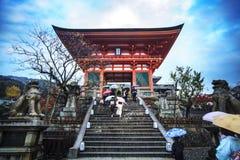 Portone del tempio di Kiyomizu-dera a Kyoto, Giappone Fotografie Stock Libere da Diritti