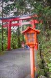 Portone dell'entrata del santuario di Hakone, Giappone Fotografia Stock Libera da Diritti
