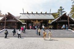 Portone dell'entrata del santuario Hokkaido Jingu dell'Hokkaido con i turisti nell'inverno a Sapporo L'Hokkaido, Giappone Immagine Stock Libera da Diritti