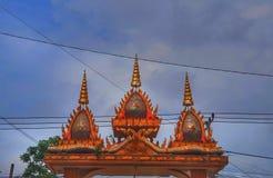 Portone dell'entrata del tempio nel Laos fotografie stock