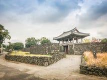 Portone dell'entrata del villaggio delle gente di Seongeup Fotografia Stock Libera da Diritti