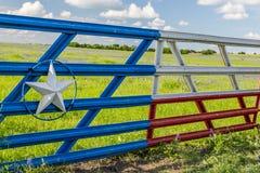Portone della bandiera del Texas nella campagna di Ennis Fotografia Stock