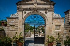 Portone della chiesa di greco antico Immagini Stock Libere da Diritti